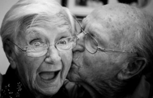 cute old cuoples 6 Nothing is more uplifting than an old couple in love (31 Photos)
