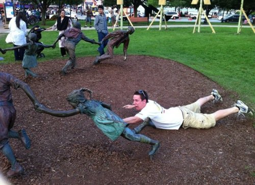 fun with statues 5 Fun with statues! (36 Photos)