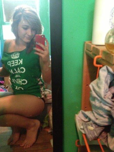 Mirror teen selfies girl Miley Cyrus