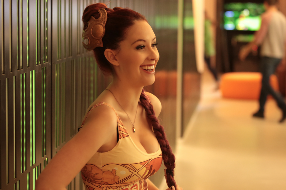 Redhead poses as Star Wars character