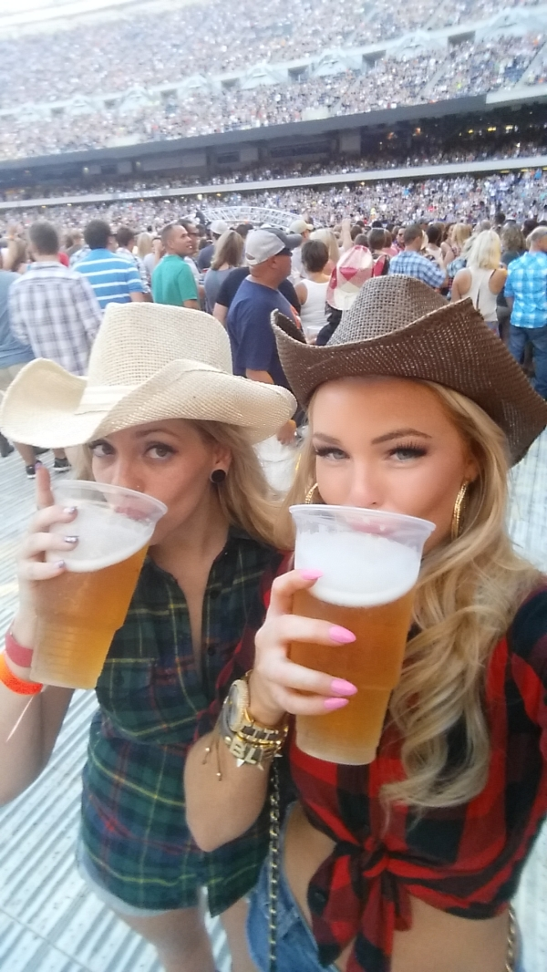 Girls in cowboy hats drinking beer