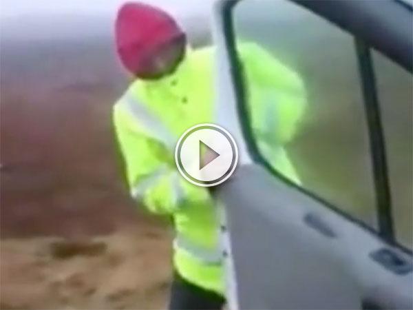 Man struggles with van door in high wind (Video)