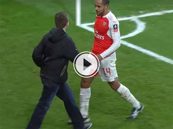 Theo Walcott celebrates with fan (Video)