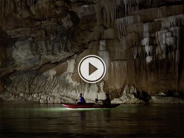 Tham Khoun Xe cave river in Laos (Video)