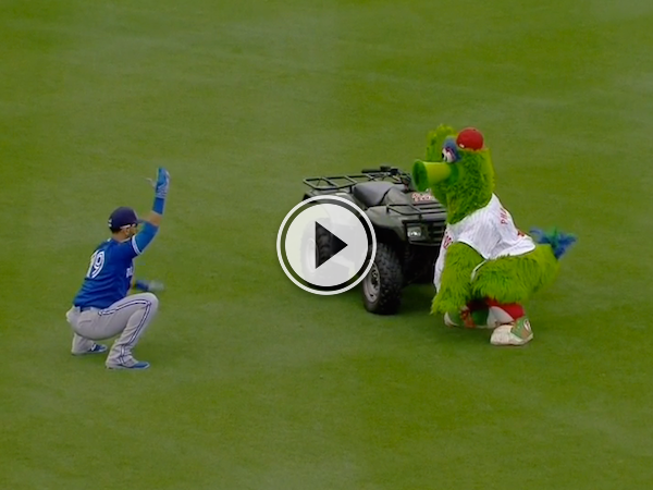 When a Blue Jay challenges a mascot to a workout, fun happens! (Video)