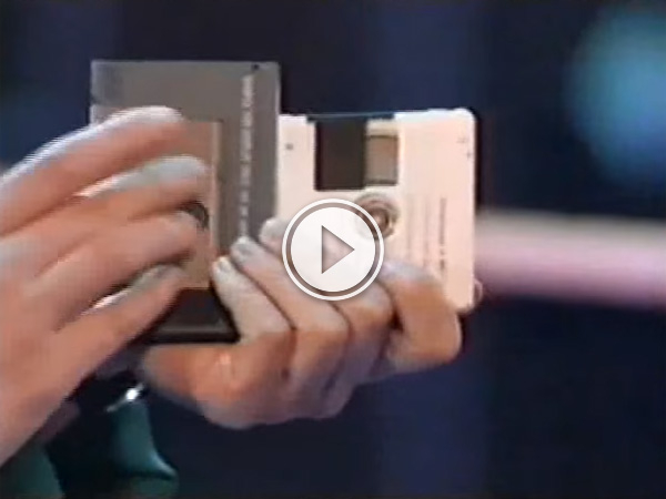 Digital Compact Cassette v Minidisc which will you choose to listen to music on the go