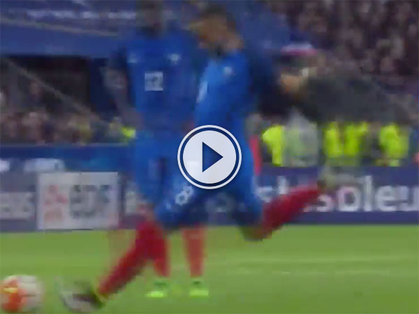 Dimitri Payet awesome free kick (Video)
