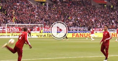 Douglas Costa and Thiago Alcantara really caught the eye when warming up for FC Bayern's meeting with VfB Stuttgart.