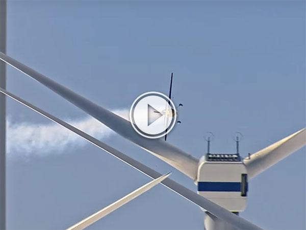 Wind farm slalom in a plane (Video)