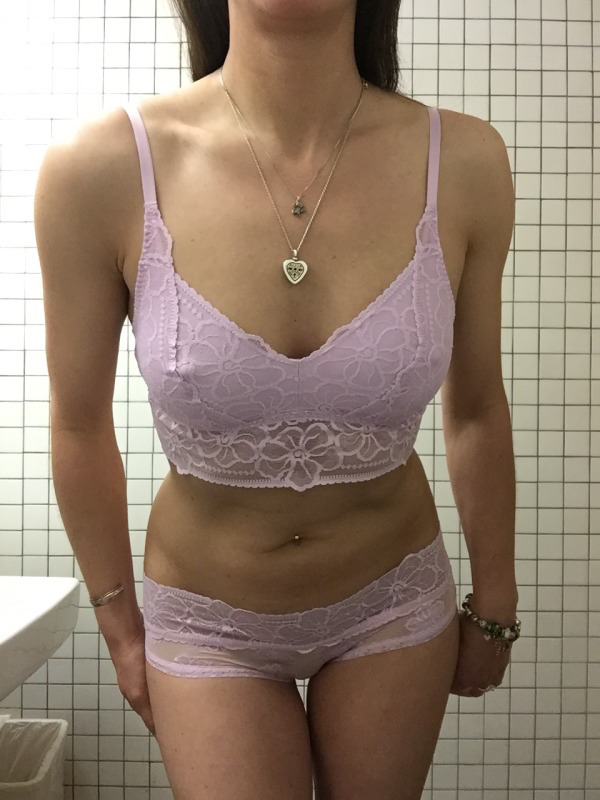 Girl in a lavender colored bra and lavender panties in this body pic