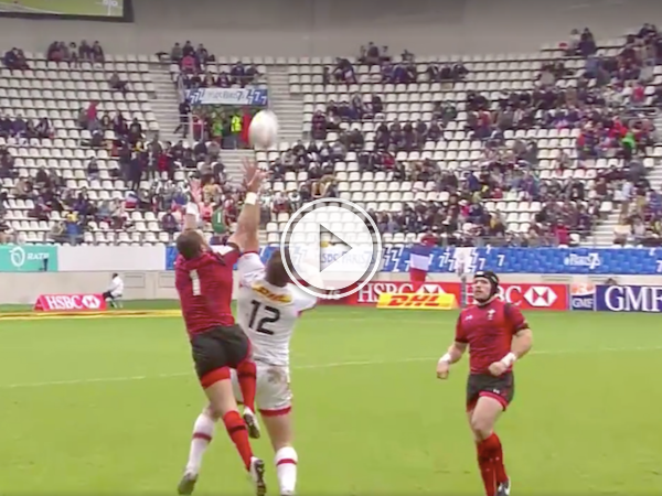 In rugby, these one handed catches are rare! (Video)