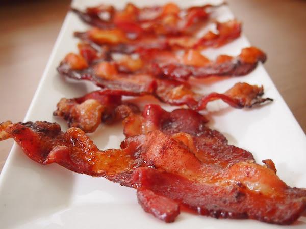 Appetizing bacons aroumatizing the senses.