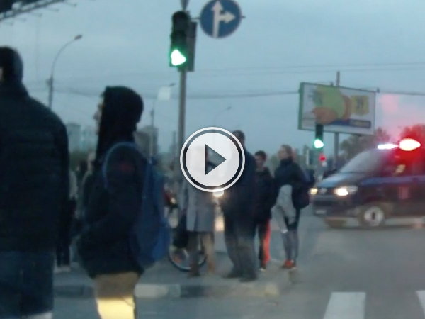 Average day in Russia as runaway canon careens down street (Video)