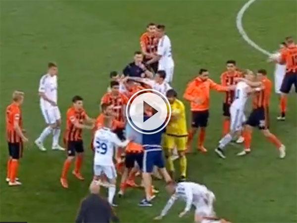 Fight in Ukrainian soccer game (Video)