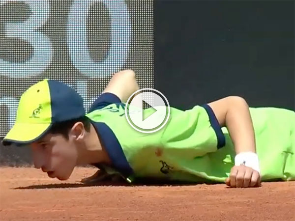 Ball boy collapses in heat during the Rome Open (Video)