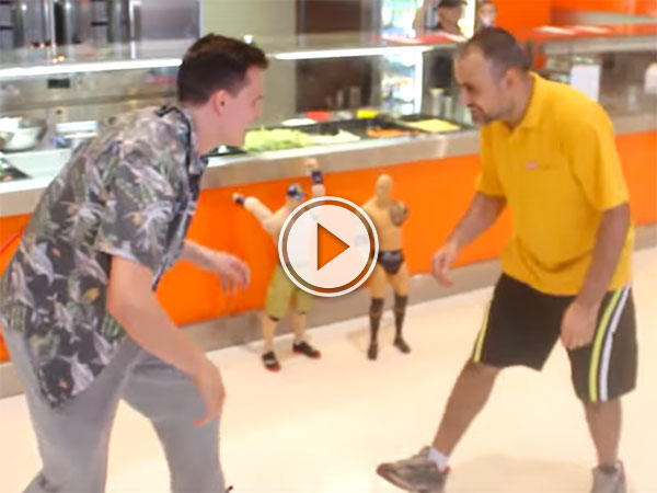 Man wrestles for free kebab(Video)
