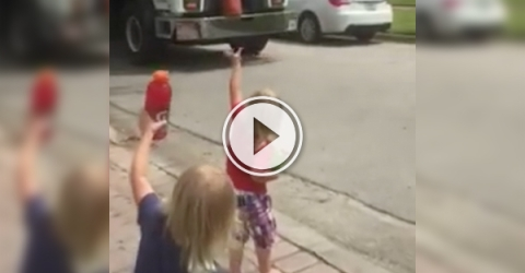 Cute triplets make the day for garbage collectors (video grab)