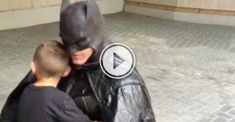 Toronto Batman comes out of retirement to visit a brave kid (Video)