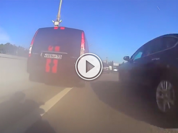 Biker risks his life speeding through traffic (Video)