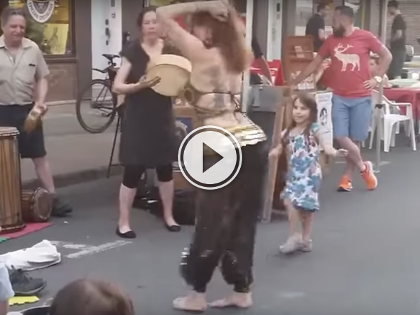When kids try to dance along, it's aways gonna be cute! (Video)