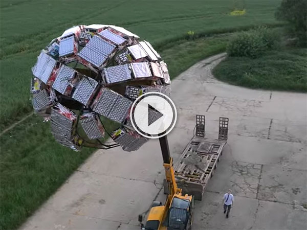 5000 Fireworks Deathstar from inventor Colin Furze (Video)