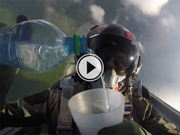Cool physics as pilot drinks water in a jet fighter (Video)