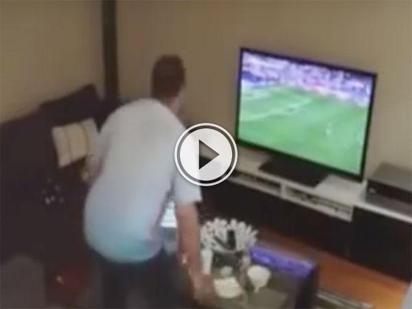 Girlfriend pranks Turkish fan partner by turning TV off (Video)