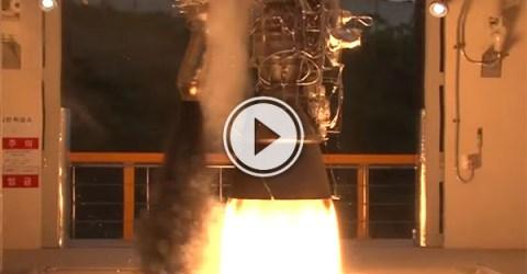 Test fire of a 75-ton liquid-fuel rocket engine (Video)