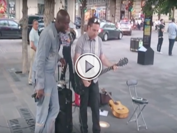 Seal joins a busker in Montreal to sing 'Stand By Me' (Video)