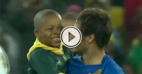 Kids meeting their Favourite Soccer Player (Video)