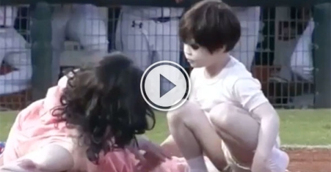 Weird film promotion at Chinese baseball game (Video)