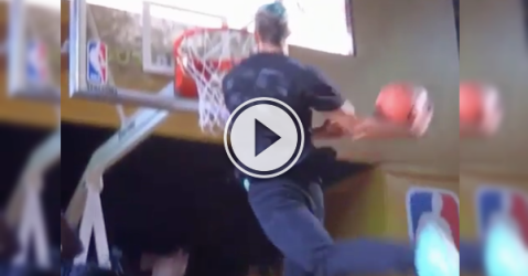 Canadian gets pulled out a crowd, slams down a tomahawk! (Video)