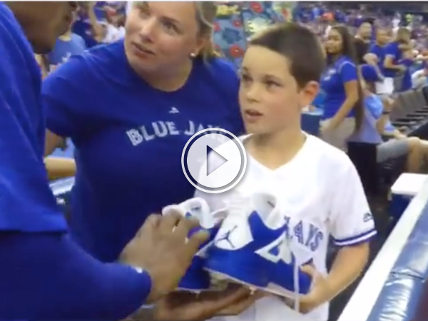 Sometimes when you ask a Blue Jay for something small... (Video)