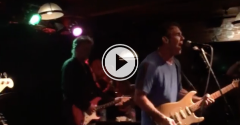 Dennis Quaid and the Sharks are tearing up a Montreal Pub! (Video)