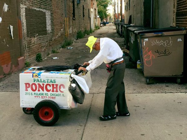 89 year old man sells popsicles daughter 2 e1473789773621 Agonizing image of 89 year old man selling popsicles gets attention of internet who donate in droves (3 Photos)