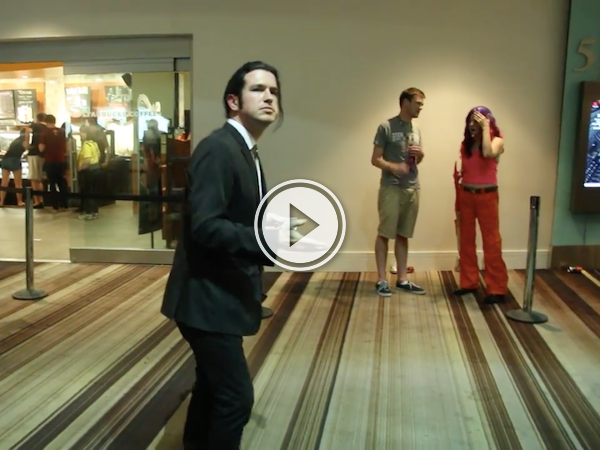 Cosplayer dresses as the confused Travolta gif; wins internet! (Video)