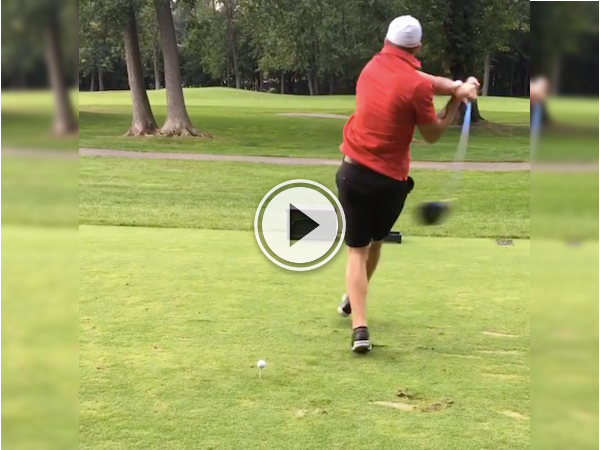 You'd think that hockey players would be a natural at golf, but no (Video)