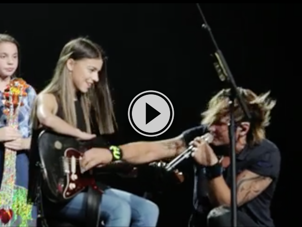 It's not everyday you get to sing for your idol (Video)