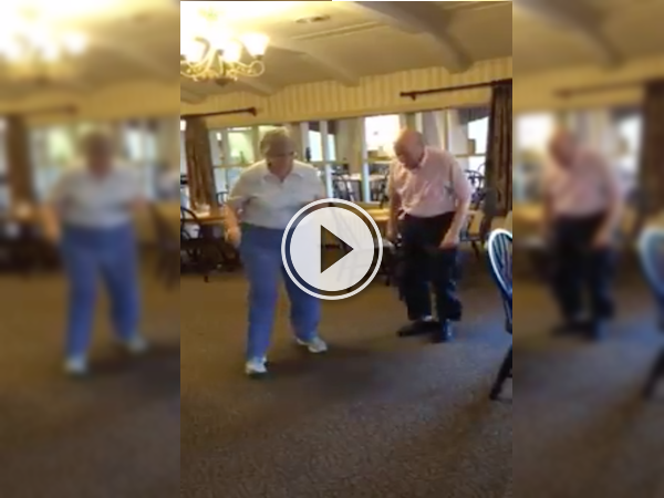 Elderly couple goes to the bar to dance to Uptown Funk! (Video)
