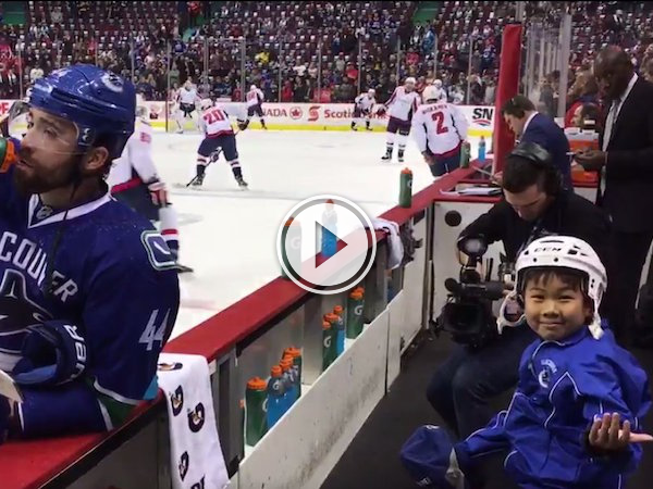The front row of this area is a splash zone! (Video)