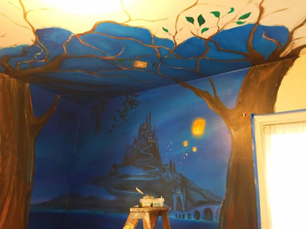 mom paints tangled mural daughter walls 9 Mom paints incredible Tangled themed mural for her daughter (10 Photos)