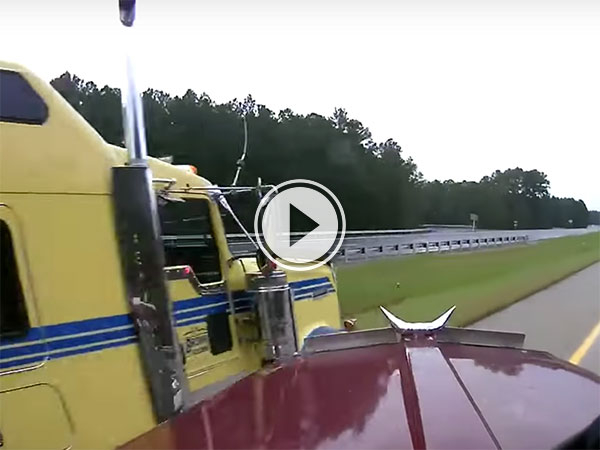 A couple of skilled truckers avoid massive accident (Video)