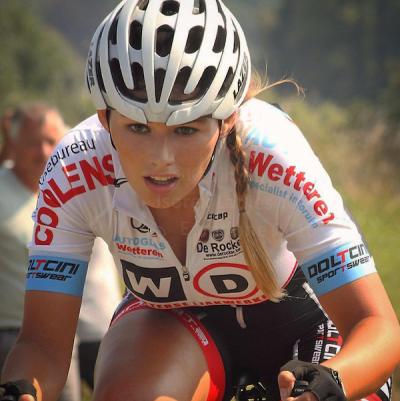 Moonen hot puck Stunning cyclist