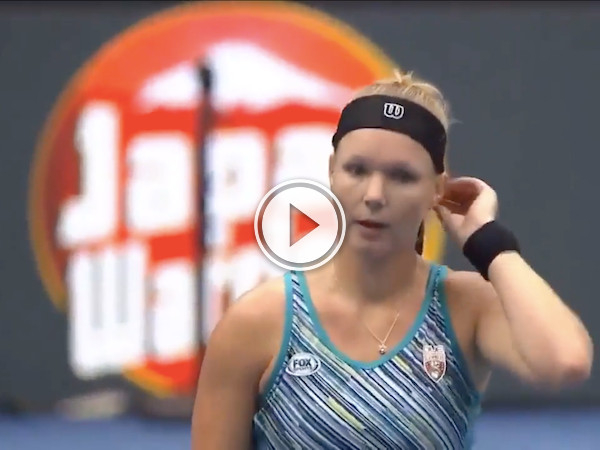 She goes for the serve, and derps it of her head (Video)