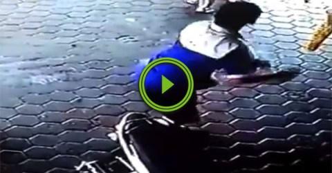 Dad's insane reflexes save children from certain death (Video)