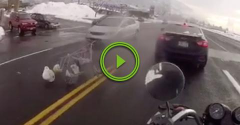 Rogue shopping cart tries to jaywalk but fails (Video)
