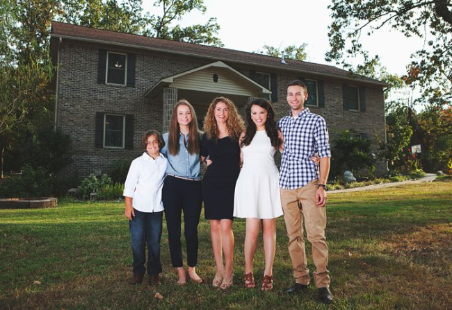 mother builds house youtube tutorials cara brookins 18 Resilient mom leaves abusive relationship, then builds a home using Youtube (16 Photos)