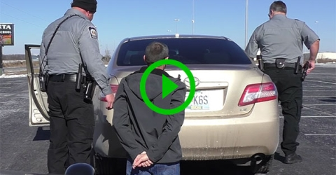 Cop helps man propose to his girlfriend (Video)