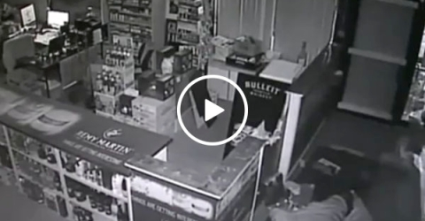 Idiot thief knocks himself out cold during robbery (Video)