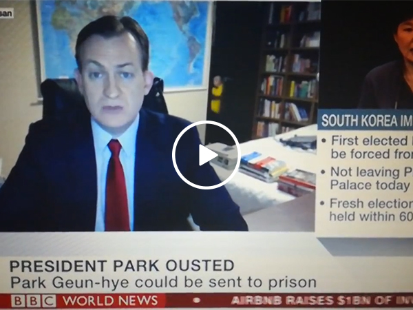 BBC reporter gets unexpected guest (Video)